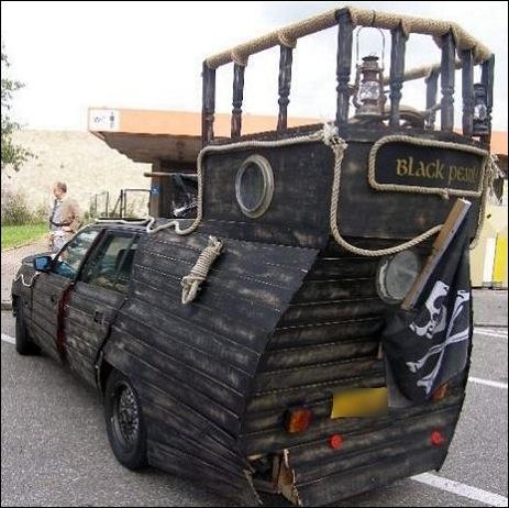 voiture en bois imitant le Black Pearl