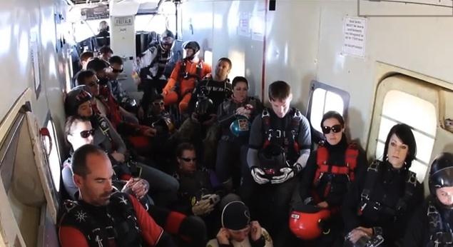 Harlem Shake de Red Bull / Parachutisme